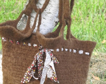 easy felted crochet bag pattern in 3 sizes with ribbon or lace trim - pdf only