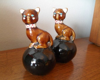 Vintage Kitty Cat on Black Ball Salt and Pepper Shakers 1950s
