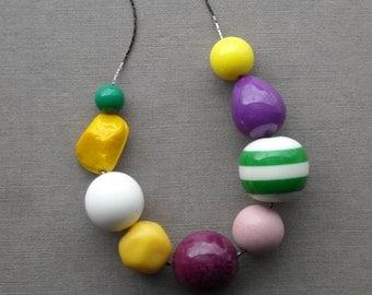 kerfuffle necklace - vintage lucite