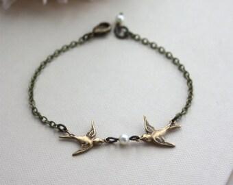 Two Love Birdies Bracelet. Two Kissing Love Birds Pearl Bracelet. For Wife. Friendship. Sister. Best Friends. Bridesmaids Gift. Flower Girl.