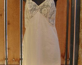 Vintage Beige Nylon & Gorgeous Floral Lace Full Slip Size S