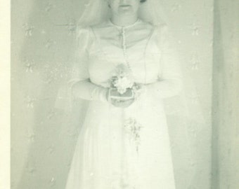 Wedding Day 1930s Bride White Dress Bouquet Great Depression Antique  Black And White Vintage Photo Photograph