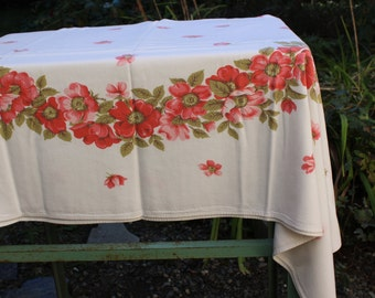 """Tablecloth Vintage Red Orange Roses Mid century 57"""" x 53"""" VINTAGE by Plantdreaming"""