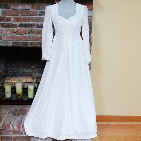 Vintage 1970s White Cotton Eyelet Wedding Dress