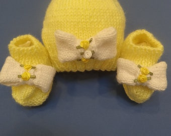 HAND KNITTED : Hat and booties set, Baby Shower Gift, toddlers, lemon yellow with white knit bows, satin rosette flowers