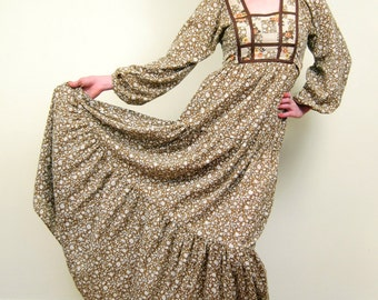 Vintage 1970s Prairie Style Dress / 70s Floral Print Maxi Dress by Jody T / Small