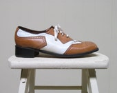 Vintage 1970s Mens Shoes / 70s Two Tone Leather Spectator Shoes / 8 1/2 D - RanchQueenVintage