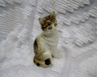 Vintage Japan Cat Figurine White with Tan accents, Green Eyes