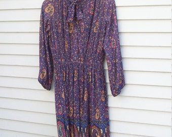 Semi Sheer Pleated Paisley Floral Day Dress 70s Fashion / Office Fashion