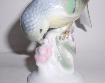 Vintage Gerold Porzellan porcelain Bird Eating Berries  Figurine- #4881/A