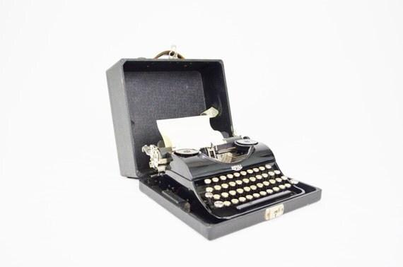 1936 royal junior portable machine crire. Black Bedroom Furniture Sets. Home Design Ideas