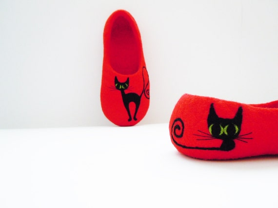Felted bright red colour slippers BLACK CAT