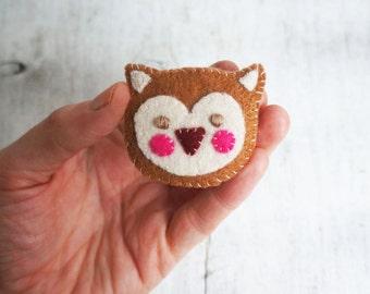 Handmade felt owl brooch by Sew Mice