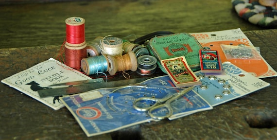 Assorted Vintage SEWING Items Ca 1940-50 - THREAD, BOBBINS, Fasteners, Ruler, Small Scissors, Collectible Tin Good Condition