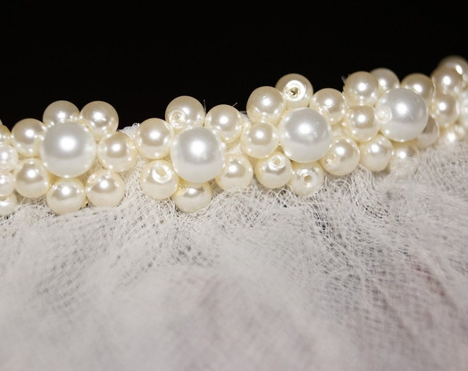 Cluster of Pearls adorn a delicate hair comb, Hair Accessories, (Veil Sold Separately)