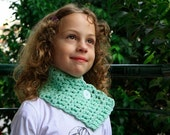 Scarf for children 2Y - 5Y, in mint green, for girls and boys, with white button, gift under 25