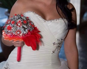 brooch bouquet with feathers and brooches in shades of Coral