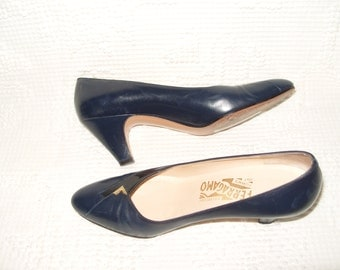 SALVATORE FERRAGAMO Heels Pumps Navy Blue Size 7 (Made in Florence Italy)