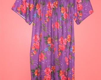 M L Medium Large Vintage 70s Purple Loungewear Floral Print House Dress Hostess Muu Muu Robe