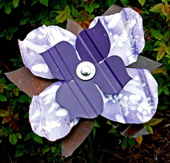 Metal flower purplemetal yard artoutdoor metal wall for Outdoor wall flowers