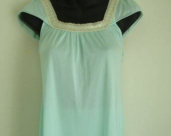 REDUCED 30%  Vintage Kayser Aqua Water Peignoir/Nightgown Lingerie Set Trimmed in Lace
