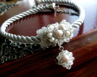 Pearl daisy necklace / Necklace with pearls and crystals / Pearl pendant necklace / Pearls &  Crystals pendant necklace
