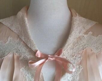 Vintage 1930s Bed Jacket  / Pale Peach Pink Color / Lingerie / Satin And Lace / M-L Size