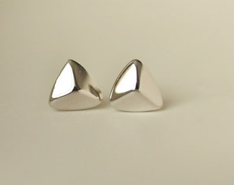 925 Sterling Silver Triangle Shield Silver Stud Earring 061