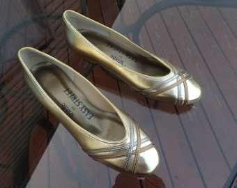 """Women size 6M shoes.New old stock. FootSale Magic by Easy Street,Easy Flex shoes, comfortable heels 1 1/4"""", gold tone . made in USA. Elegant"""