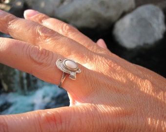 Mother of Pearl Sterling Silver  Ring Size 5.25