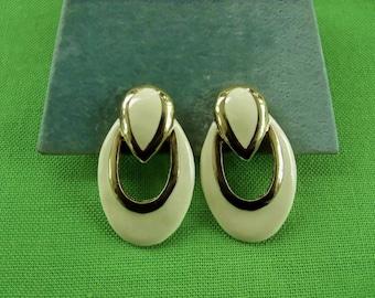 Vintage Clip On Earrings (Item 971)
