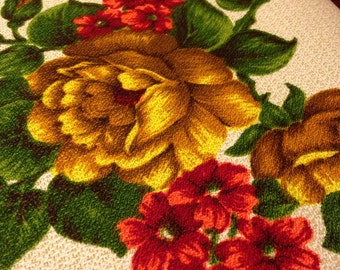 Beautiful Vintage Country Linen Flowered Tablecloth