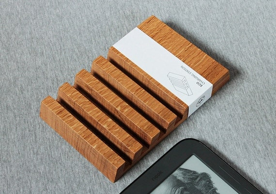 Wooden Multiple Charging Station for iPad by BatelierHandicraft