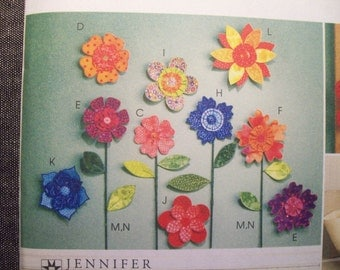 McCall's Crafts M5869. Dimensional flowers. New. Create fabric flowers for decor, applique, and accessories.