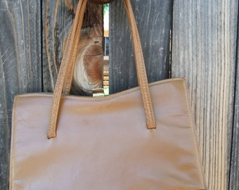 Vintage 1970's Tan and Cream Leather Renata Handbag