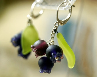 Blueberries lampwork earrings, indigo earrings, berries earrings, violet green earrings, dark blue earrings, berry earrings, navy earrings