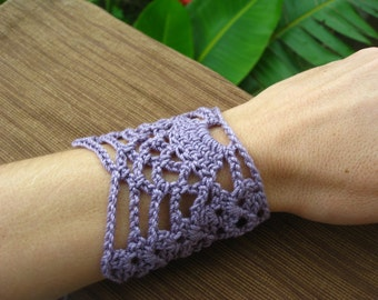 Pineapple wrist cuff or bracelet crochet pattern // Crochet jewelry // Gifts for her // Bridesmaid gifts // Gifts for any season