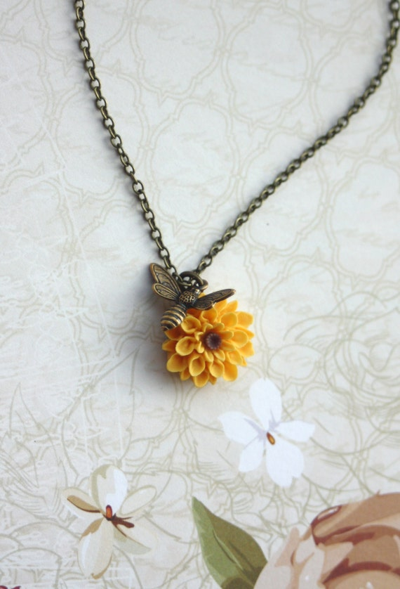 Flying Bee Necklace. Bee and Sunflower, Honey Bee and Yellow Mum, Chrysanthemum Flower Necklace. Bee Lover Gifts. Summer Bee Garden Wedding.