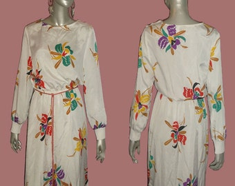Vintage NWT Unworn Sue Brett White & Multicolor Floral Print Long Sleeve Buttoned Shoulder Contrast Rope Tassel Belt Disco Dress Size 13/14