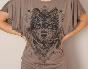 Women's Dark Gray Wolf Printed in Charcoal Black on a Pebble Brown Flowy Dolman Sleeve Fashion T-shirt