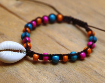 SALE Kauri shell adjustable macrame bracelet with wooden beads
