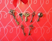 Set of 7 Victorian Style Keys, small