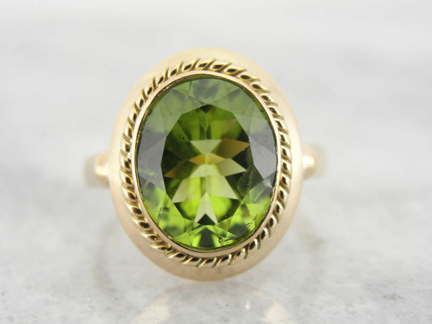 antique ring with peridot center vp29dm