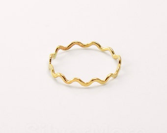 Thin Yellow 14k Gold Filled Zigzag stacking ring, Hammered Wavy Stacking ring (18 gauge)