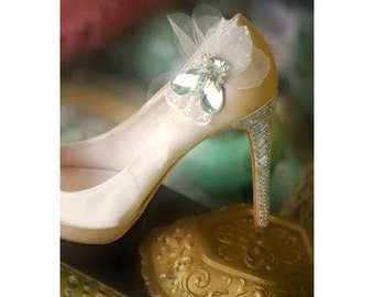 Wedding Shoe Clips Jeweled Gems, Crystal Beads, Lace & Tulle Petals. Etsy Handmade Spring Fashion, Gossip Pump Love, Couture Bride Statement