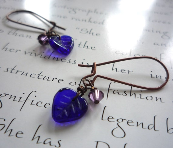 small earrings in blue and violet- navy leaves, purple crystals and copper metal - petit violet earrings