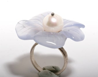 Beautiful sterling silver flower chalcedony and white pearl ring size 6 by zulasurfing