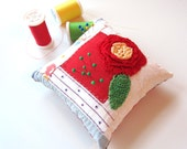 Cute Vintage Log Cabin Quilt Pincushion ~ Vintage Quilt ~ Crocheted Rose