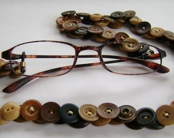 Eyeglass Leash in Vintage Buttons Vegetable Ivory