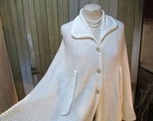 Vintage 60s Cape White acrylic knit poncho collar and buttons M
